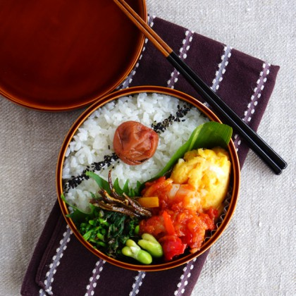 Sweet chilli prawns stir-fry bento・海老チリ弁当