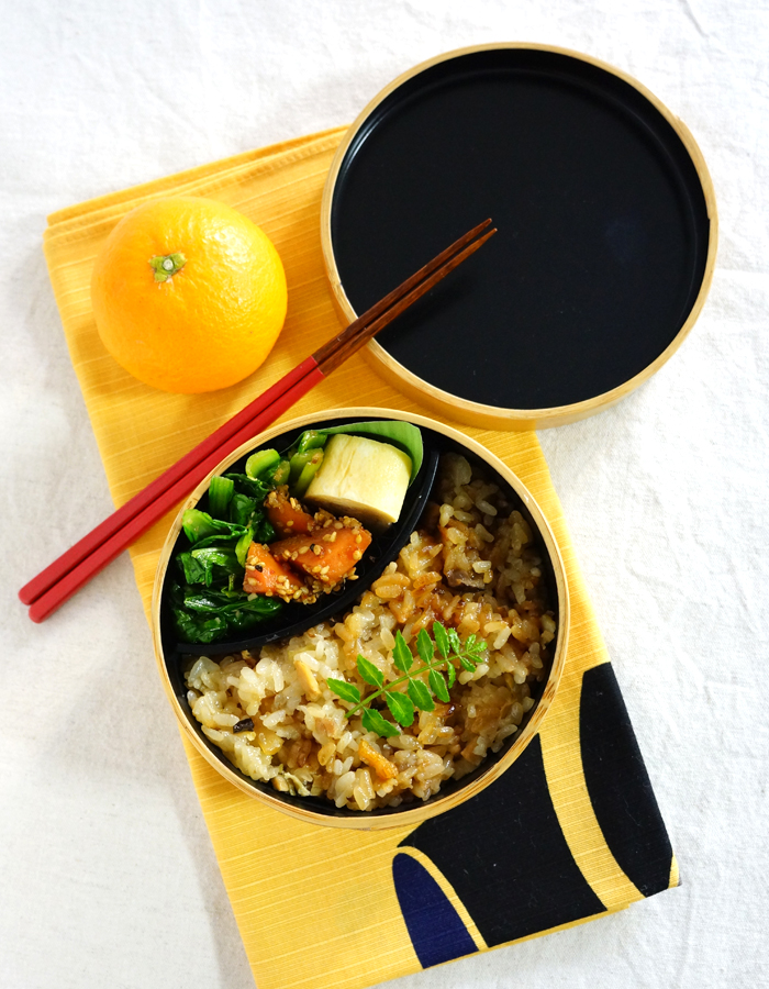 Steamed glutinous rice with dried scallop bento/中華おこわ弁当