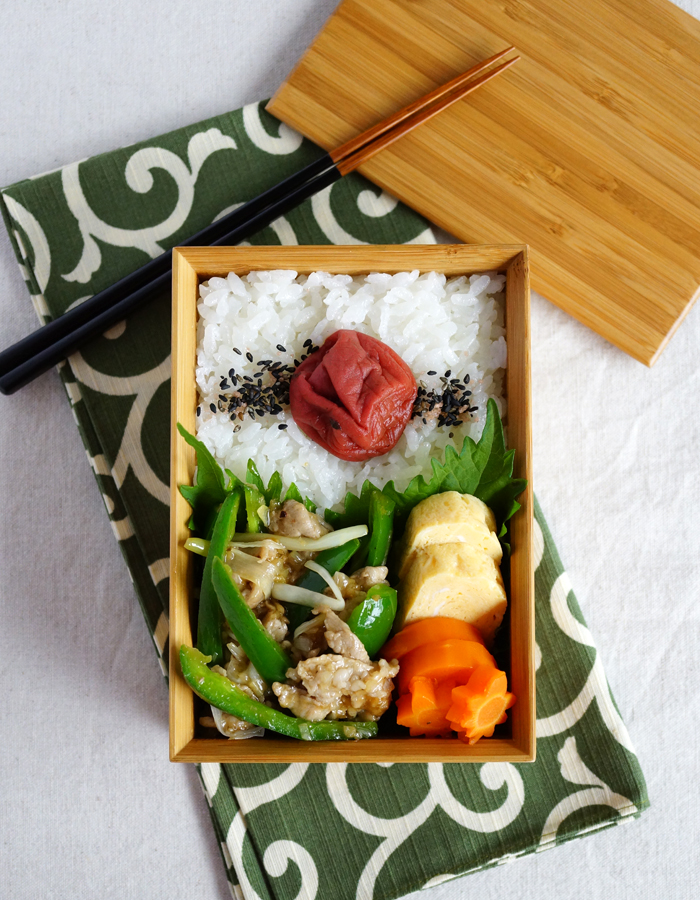 Stir-fried pork and peppers bento/青椒肉絲弁当