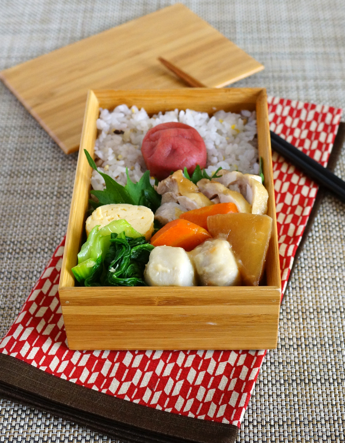 Simmered chicken with soy sauce bento/鶏肉の醤油煮弁当