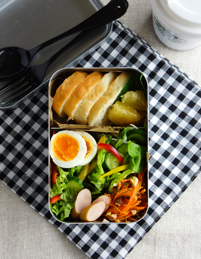 Bread and green mixed salad bento/パンとサラダのお弁当