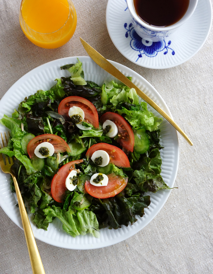 caprese and green mixed salad