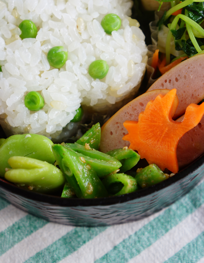 Simmered sugar snap peas with sesame dressing