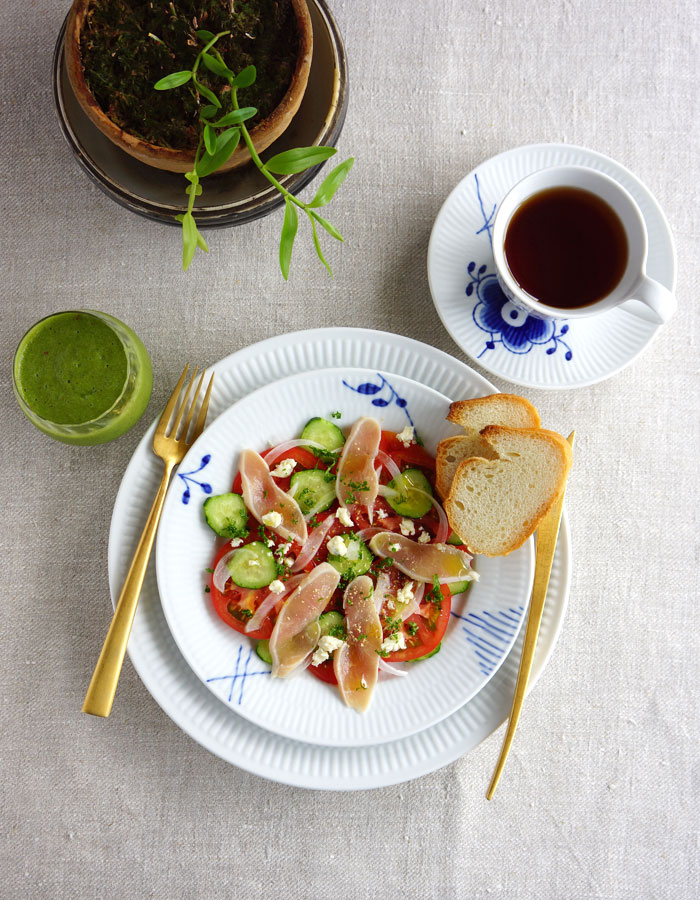 chicken ham and tomato salad, green smoothie and a cup of tea