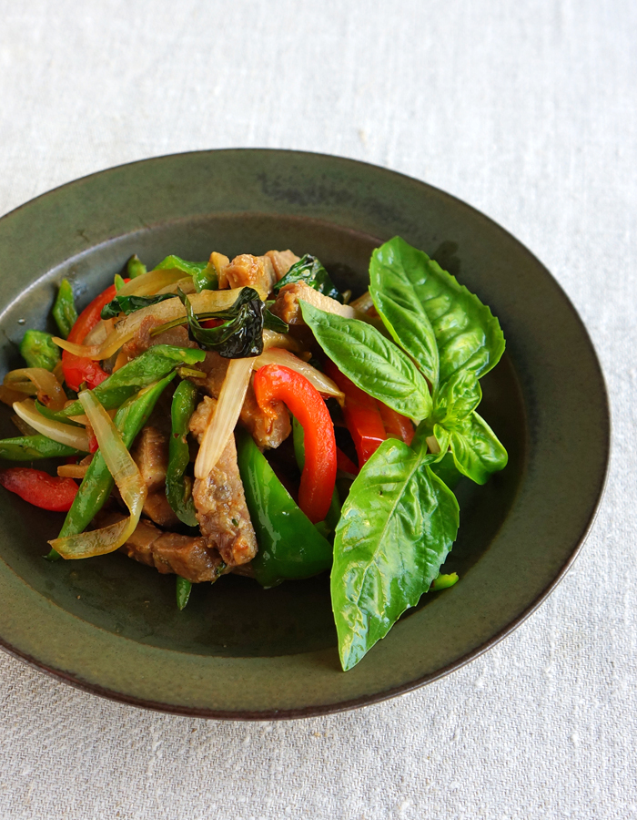Pad krapow moo, Thai stir-fried pork with basil and veggies