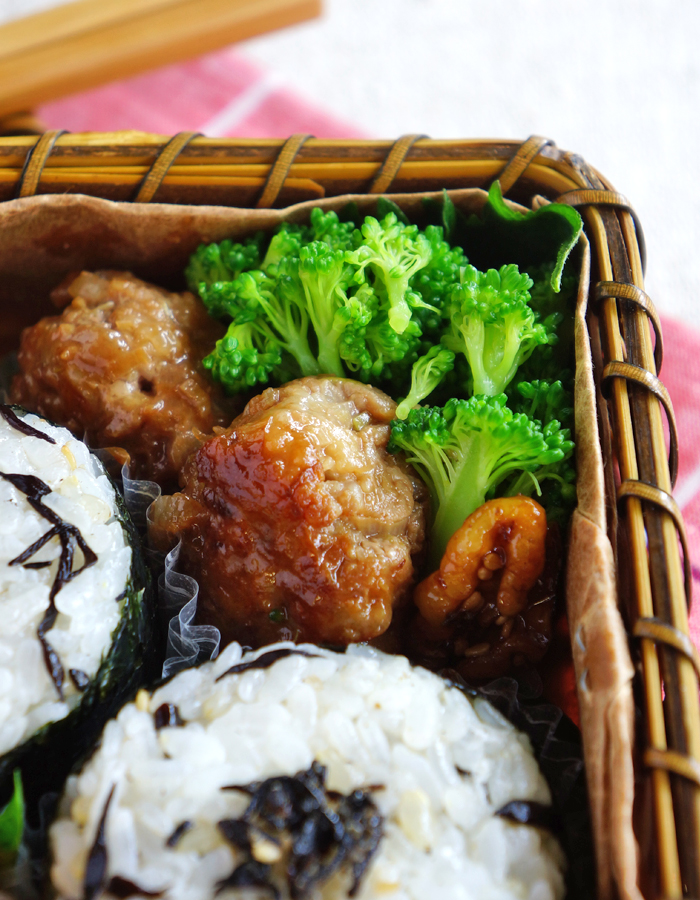 Teriyaki meatballs with simmered bloccoli