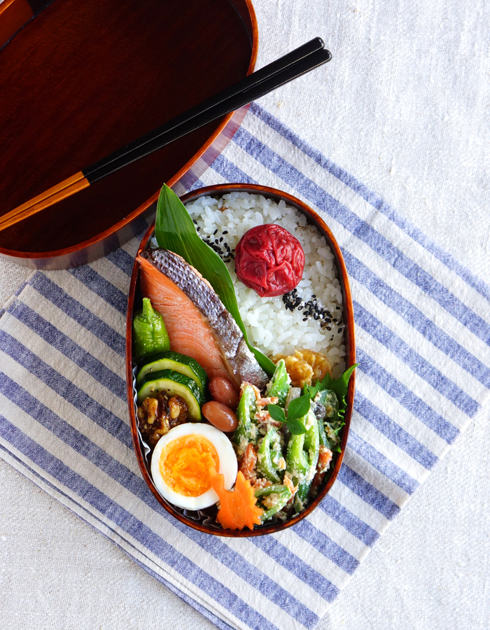 Grilled salty salmon bento/焼き塩鮭弁当