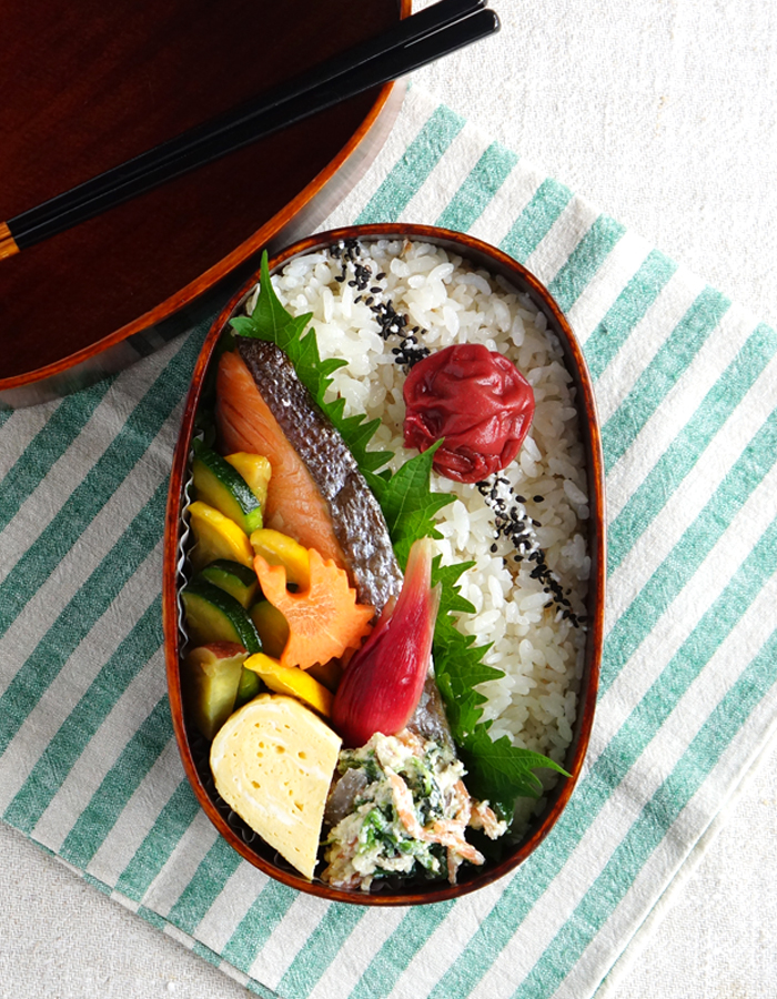 Grilled salted salmon bento/鮭弁当