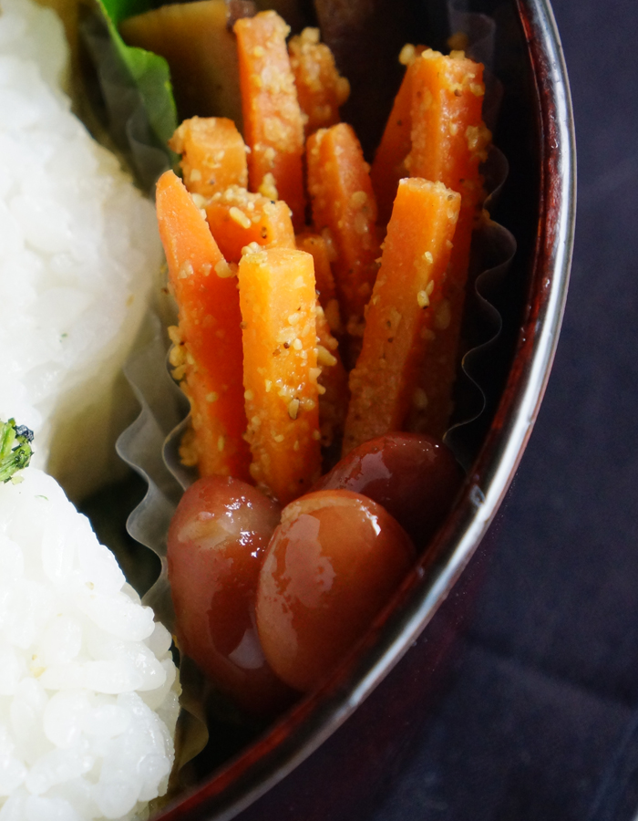 Carrot kimpira and simmered sweet beans