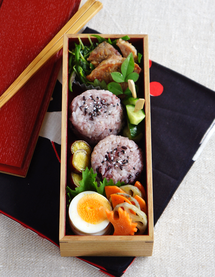 Black and white rice ball bento/おにぎり弁当