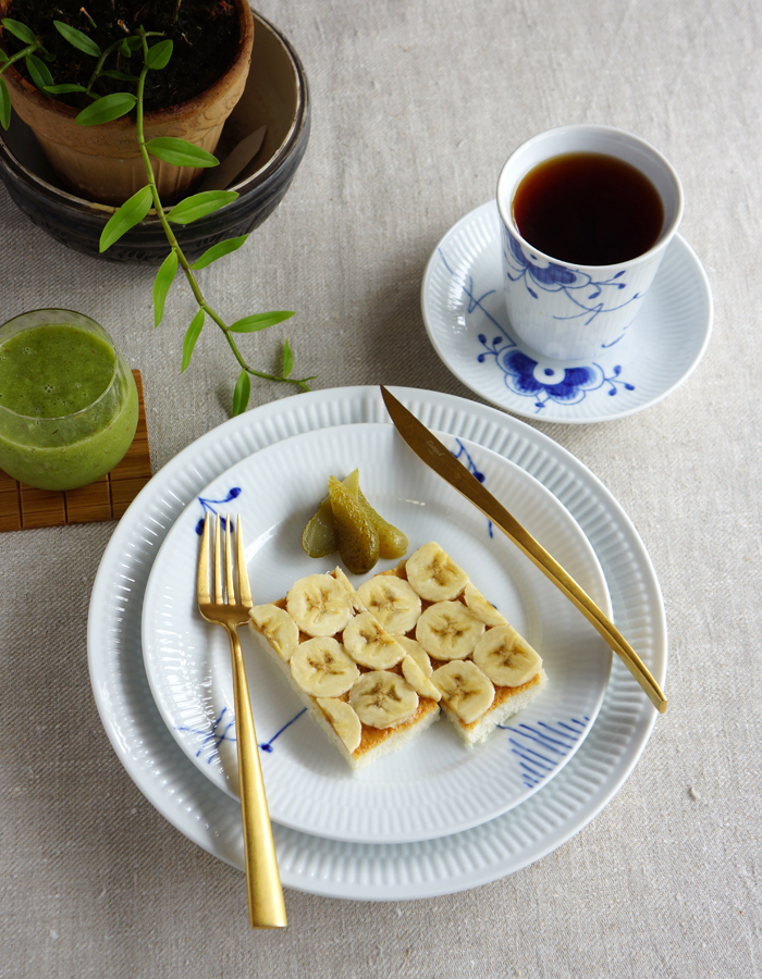 Peanut butter and banana open faced sandwich, green smoothie and a cup of tea