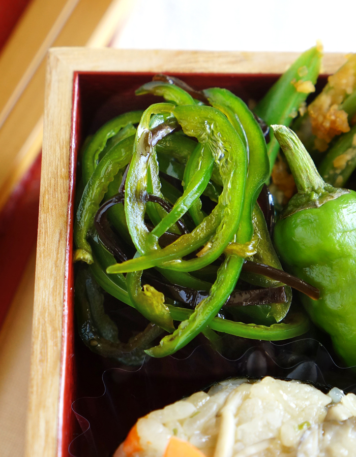 Bell pepper salad with shio-kombu