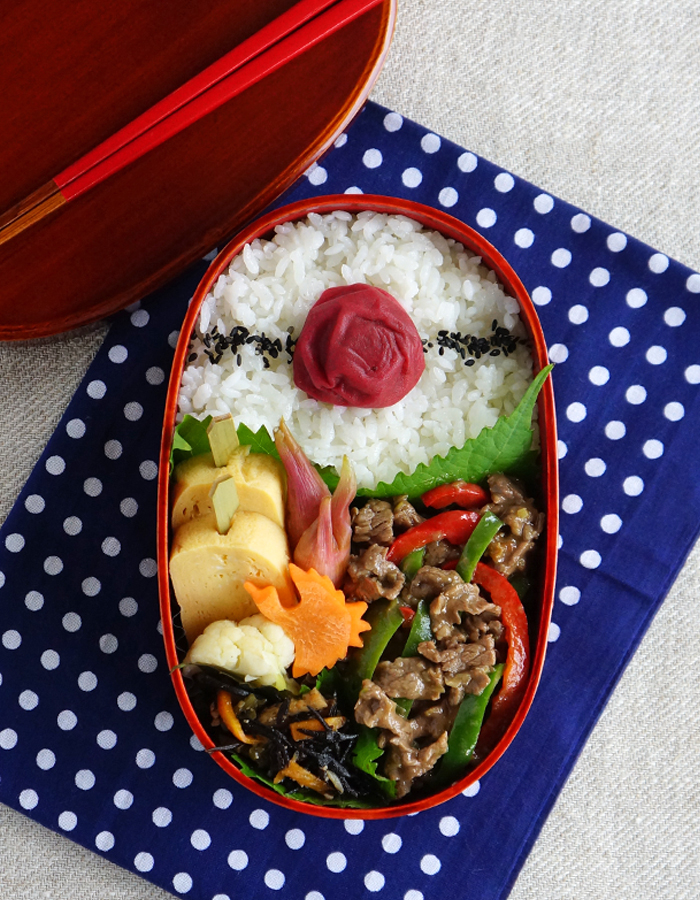 BBQ beef and bell pepper stir-fry bento/青椒肉絲弁当