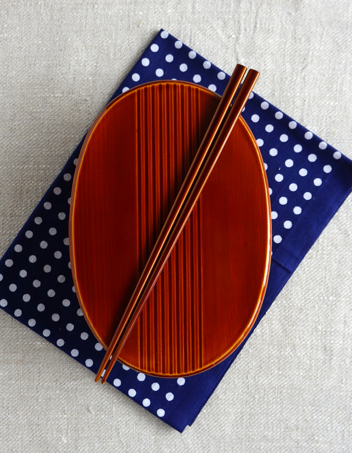 Shunkei-nuri magewappa bento box, tenugui fabric and chopsticks