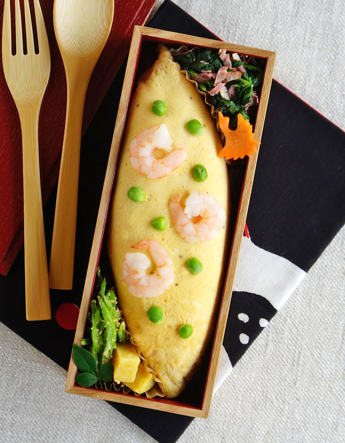 Shrimp and green peas fried rice omelette, omu-rice bento/海老とグリンピースのピラフのオムライス