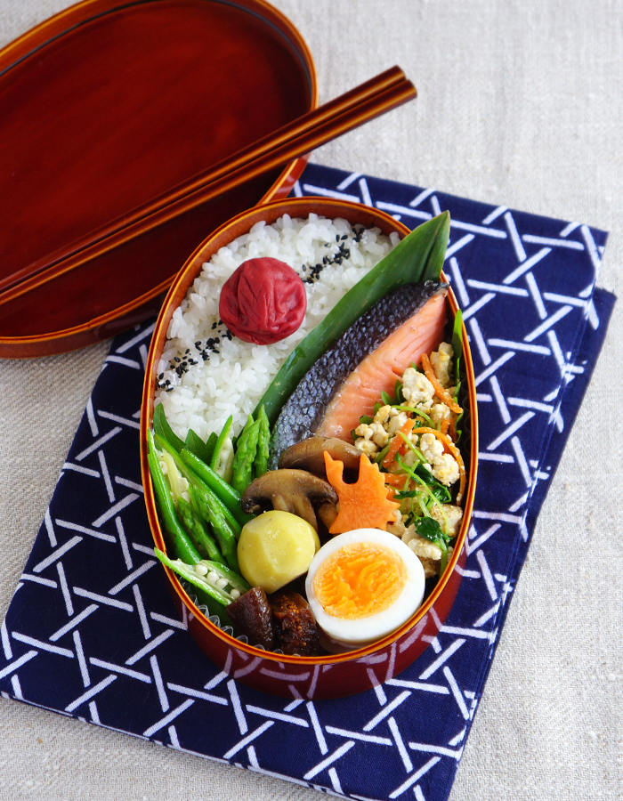 Grilled salted salmon bento/鮭弁当: