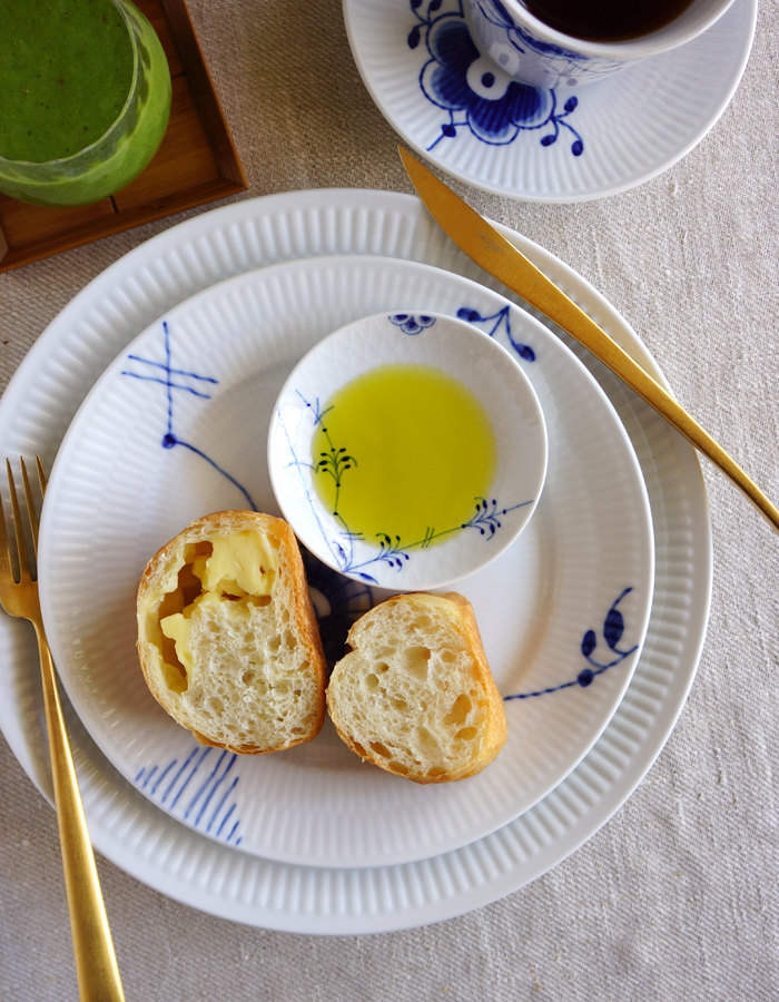 fruity, slightly peppery olive oil with bread for breakfast