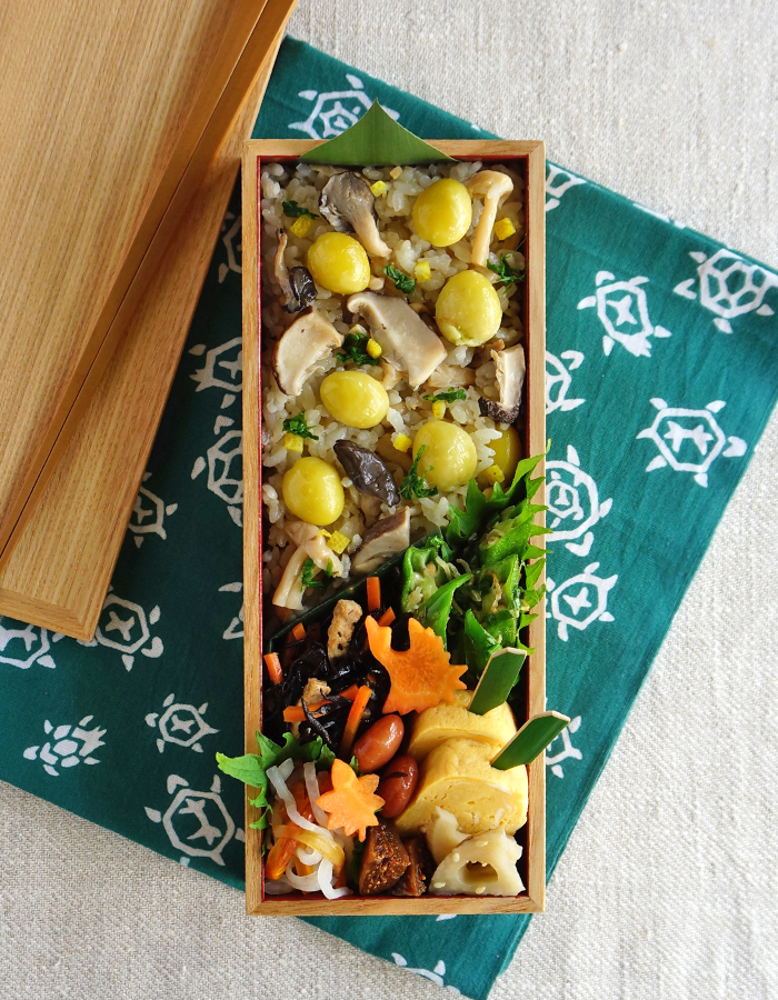 Cooked ginkgo nuts and shiitake rice bento/銀杏と椎茸の炊き込みごはん弁当