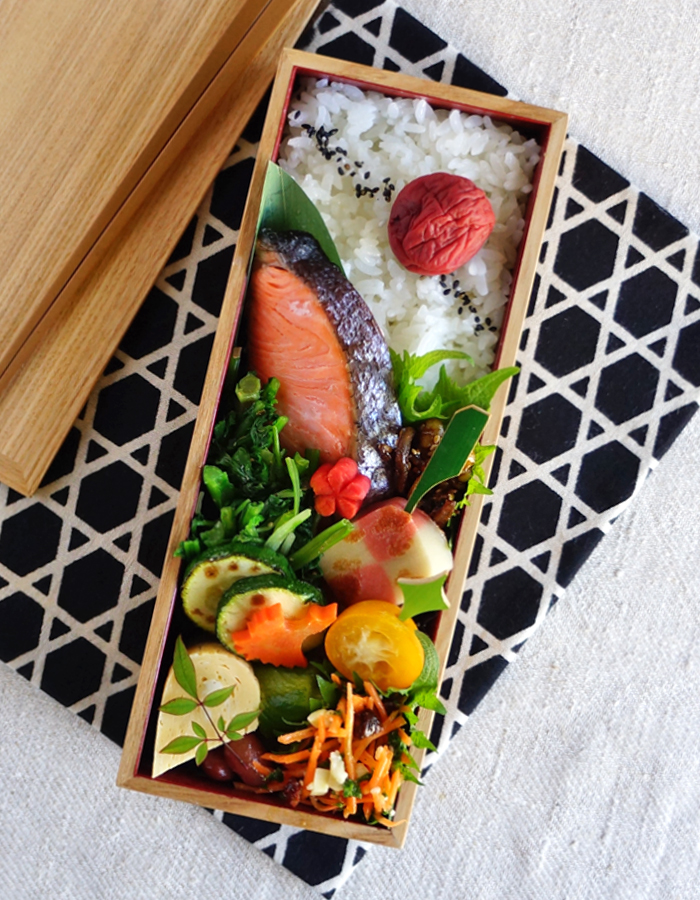 Grilled salted salmon bento/焼き塩鮭弁当