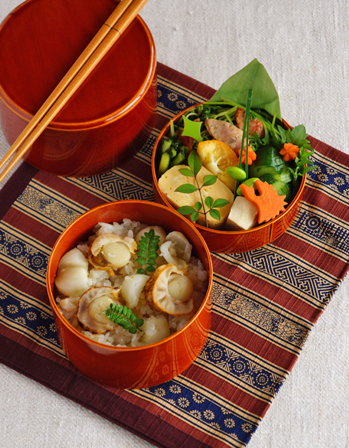 Cooked scallop and lily bulb rice bento