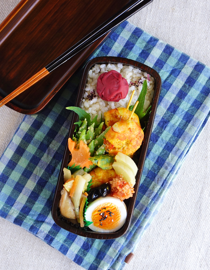 Tandoori prawn and okra skewers bento/タンドリーシュリンプ弁当