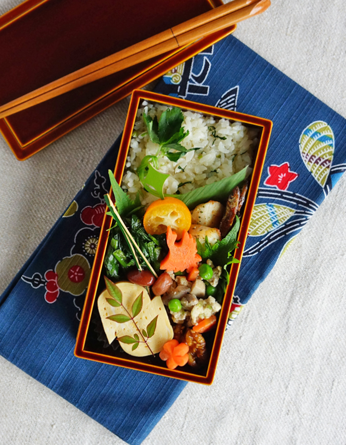 """Tai-meshi"", cooked red snapper rice bento/鯛めし弁当:"