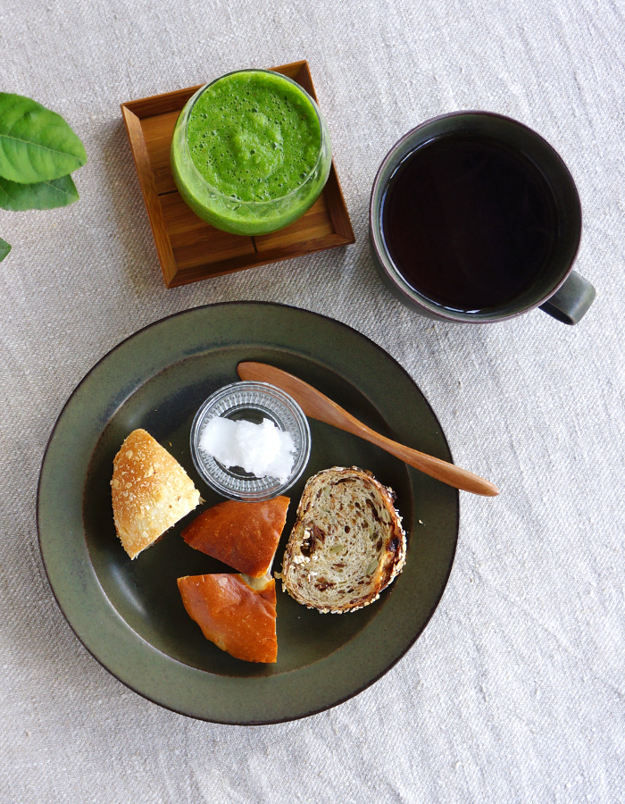 Some bread and coconut oil, green smoothie and a cup of tea
