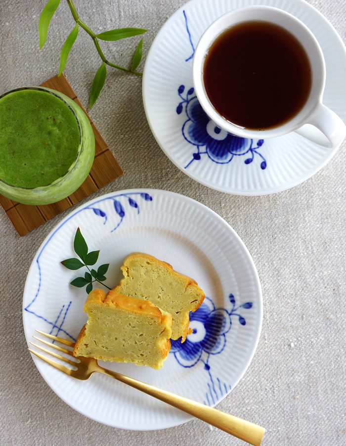 home-made sweet potato cake (gluten free), green smoothie and a cozy cup of tea